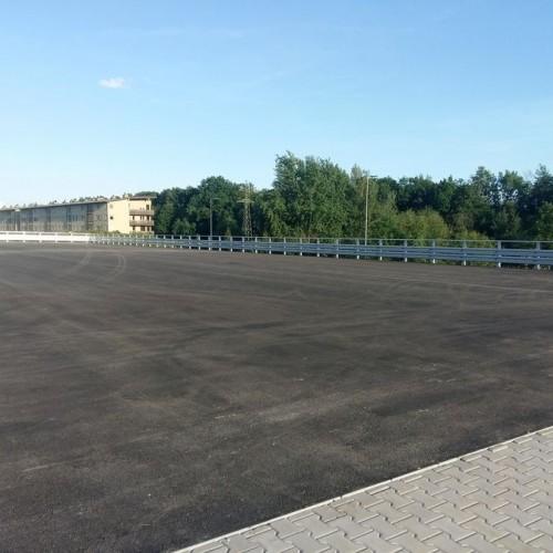 Aquapark-Tychy-Wykonanie-i-montaz-obarierowania-Parkingu4